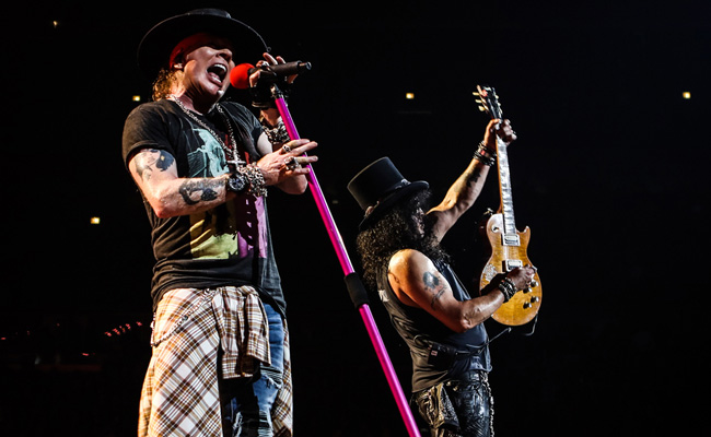 Rocken voller Energie die VELTINS Arena: Axl und Slash (Copyright: Guns N' Roses)